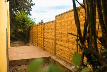 Maison 1 - Terrasse salon (decking bois) - lié avec le jardin derrière la maison